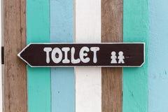 Toalettsignpost. Royaltyfri Bild