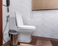 Toalettspolning arkivbilder