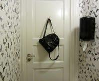 Toalety czarny i biały wnętrze Zdjęcia Royalty Free
