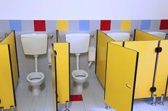 Toalety dzieciniec z żółtymi drzwiami fotografia royalty free
