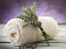 Toalha com alfazema Fotografia de Stock