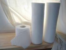 Toalha de cozinha e papel de Toilette fotos de stock
