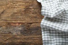 Toalha de mesa dobrada na tabela Imagem de Stock Royalty Free