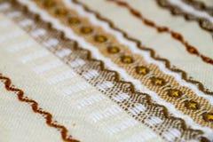 Toalha de mesa feito a mão com ornamento marrom Imagem de Stock