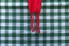 Toalha de mesa quadriculado verde com pano vermelho fotografia de stock royalty free