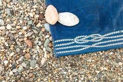 Toalha de praia azul Imagens de Stock