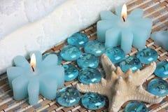 A toalha dos termas candles starfish Imagens de Stock Royalty Free