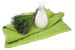 Toalha, sabão e grupo dos termas das ervas isoladas Foto de Stock Royalty Free