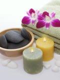 Toalha verde, orquídea, velas Imagens de Stock Royalty Free