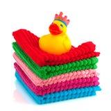 Toalhas coloridas com pato do banho Foto de Stock Royalty Free