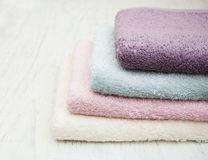 Toalhas coloridas dos termas Fotos de Stock Royalty Free