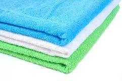 Toalhas coloridas empilhadas em a Fotografia de Stock