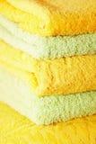 Toalhas de banho empilhadas Imagens de Stock