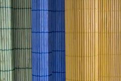 Toalhas de mesa de madeira da cor roladas Imagem de Stock