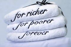 Toalhas do presente de casamento Fotografia de Stock Royalty Free
