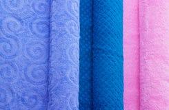 Toalhas dobradas coloridas Imagens de Stock