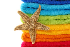 Toalhas e estrela de mar coloridas Fotografia de Stock