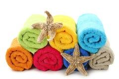Toalhas e estrelas de mar coloridas Imagem de Stock Royalty Free