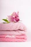Toalhas e flor dos termas Foto de Stock Royalty Free