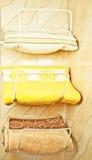 Toalhas em suportes de toalha Fotografia de Stock Royalty Free
