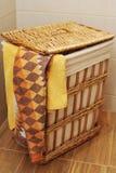 toalhas em uma cesta Fotos de Stock