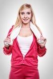 Toalla blanca en hombros, tiro de la mujer del deporte de la aptitud del estudio Foto de archivo libre de regalías