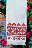 Toalla bordada Belorussian con los ornamentos tradicionales Fotos de archivo libres de regalías