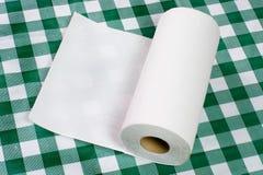 Toalla de papel en el tablero de la mesa Foto de archivo libre de regalías