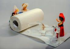 Toalla de papel: ¡práctico e higiénico, o una sonrisa sobre un serio! Fotografía de archivo libre de regalías