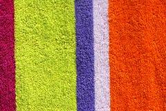 Toalla de playa colorida Fotos de archivo