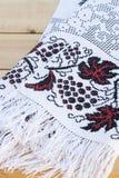 Toalla para el icono con el bordado ucraniano rojo-negro Foto de archivo