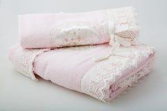 Toalla rosada del cordón dos Fotos de archivo libres de regalías