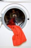 Toalla y lavadora Imagenes de archivo