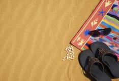 Toalla y zapatos Fotos de archivo libres de regalías