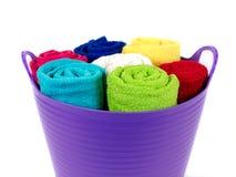 Toallas coloreadas del cuarto de baño Fotografía de archivo libre de regalías