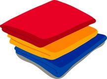 Toallas coloreadas en el fondo blanco Imagenes de archivo