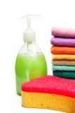 Toallas coloridas, jabón líquido y esponja de la ducha Foto de archivo libre de regalías