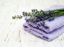 Toallas de la lavanda y del masaje Fotografía de archivo