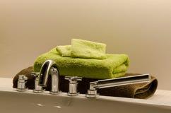 Toallas del cuarto de baño Fotos de archivo libres de regalías