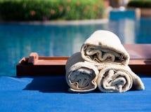 toallas en el poolside Fotografía de archivo libre de regalías