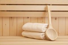 Toallas en sauna Imagenes de archivo