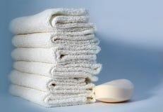 Toallas y jabón Imágenes de archivo libres de regalías