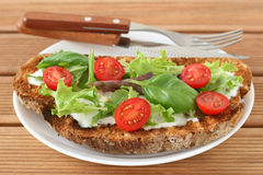 Toast with cream cheese, lettuce and tomato Royalty Free Stock Photos