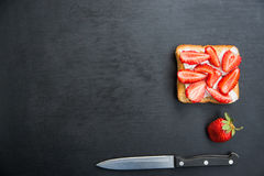 Toast with feta and strawberries Stock Photography