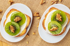 Toast with kiwi, cheese and walnuts Royalty Free Stock Photography