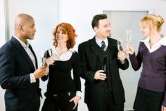 Toast mit einer Gruppe von Personen Stockfoto