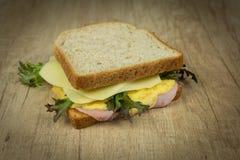 Toast mit Eiomelett lizenzfreie stockfotografie