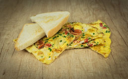 Toast mit Eiomelett stockfoto