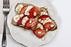 Toast mit Erdbeeren und Bananen Lizenzfreie Stockfotografie