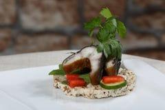 Toast mit geräuchertem Aal Stockfotos